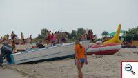 лодки и катамараны на пляже рассейка